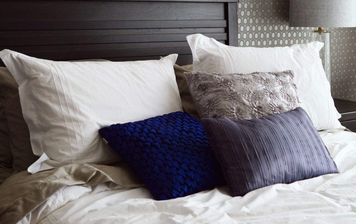bed pillow and headboard: foods that help you sleep through the night