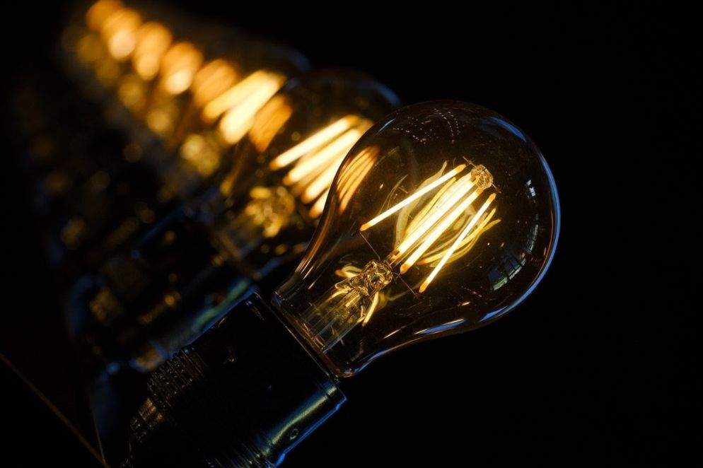 Line of lightbulbs: what is photon light therapy